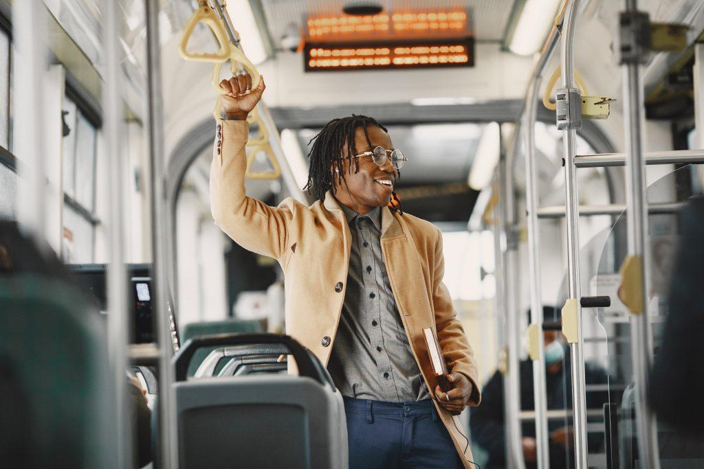 Campañas de marketing sensorial en un autobús